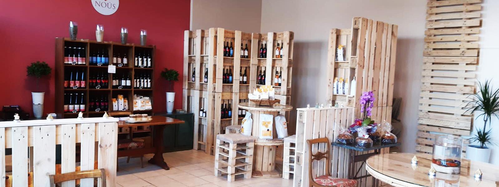 interno del negozio di NOUS Cooperativa Vino Nuovo